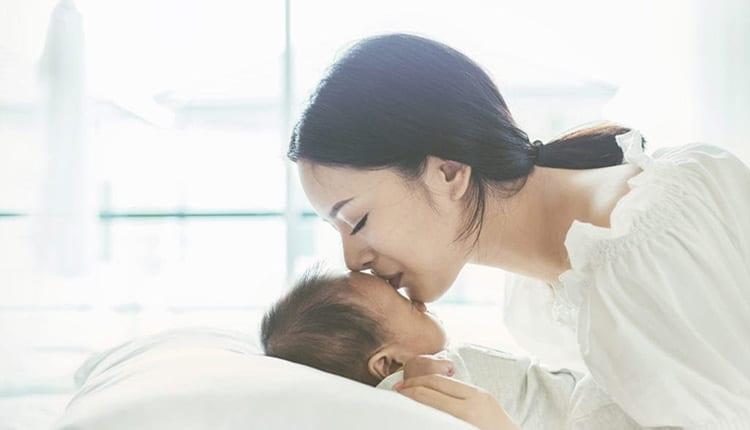 جملات ناب و خاص روز مادر (گلچینی از زیباترین متن ها از بزرگان)